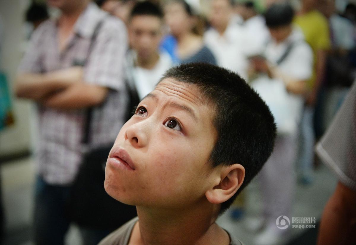 装假眼之后的图片_邓广伟左眼正式安装上了义眼,实现了他期盼多年的心愿.
