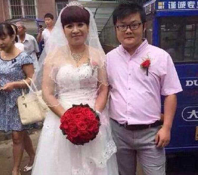 【徐州一90后男子迎娶52岁新娘】8月19日,很多网友都在晒徐州经济图片