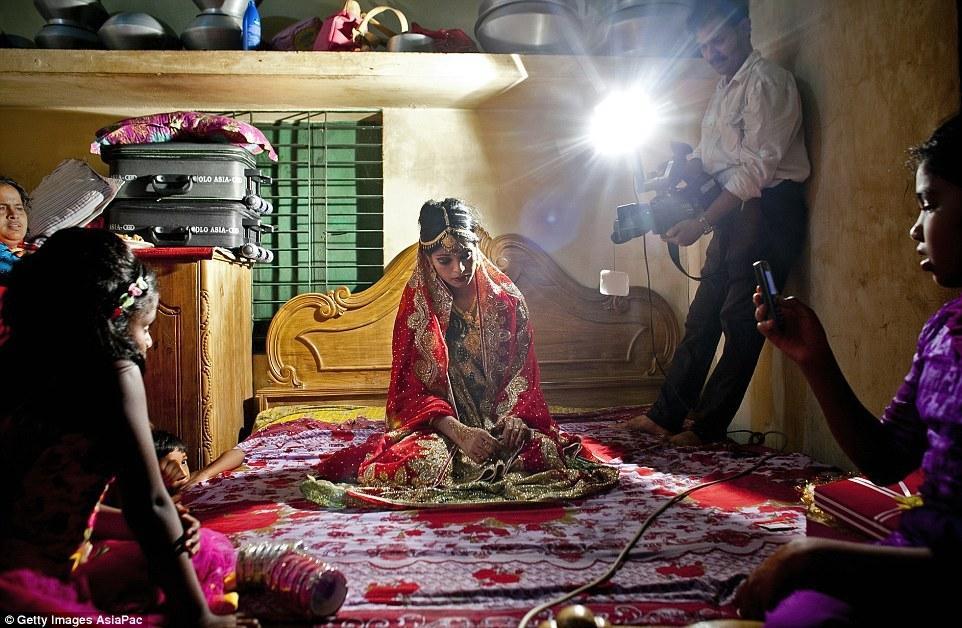 揭秘孟加拉国童婚 15岁少女嫁32岁大叔 - 海阔山遥 - .