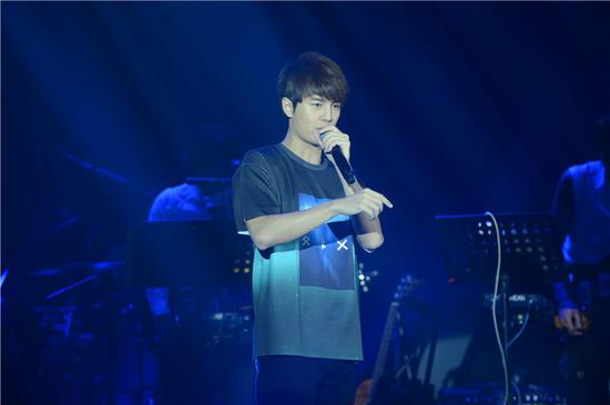 吴克群星星派对北京演唱会 请两百万线上观众做导演