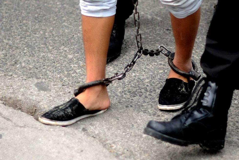 贵阳特警押解盗抢嫌犯供市民指认2015.8.31 - fpdlgswmx - fpdlgswmx的博客