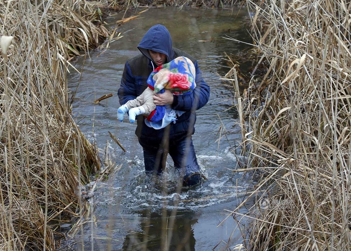 男人抱孩子的方式