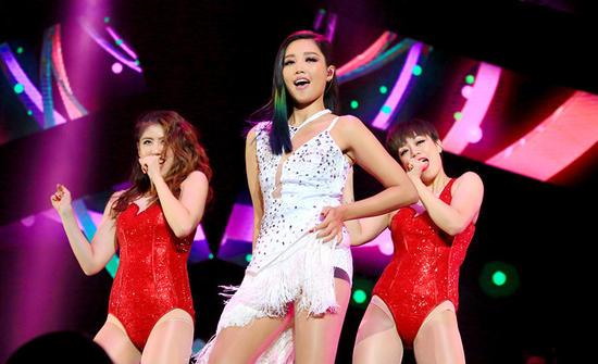 A-Lin上海演唱会首战完结 与韩红同台飙唱