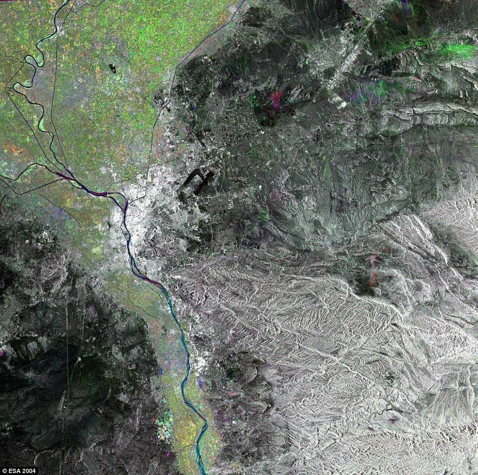 考察所绘画,在人造卫星出现以后,地图的绘画更加准确了.