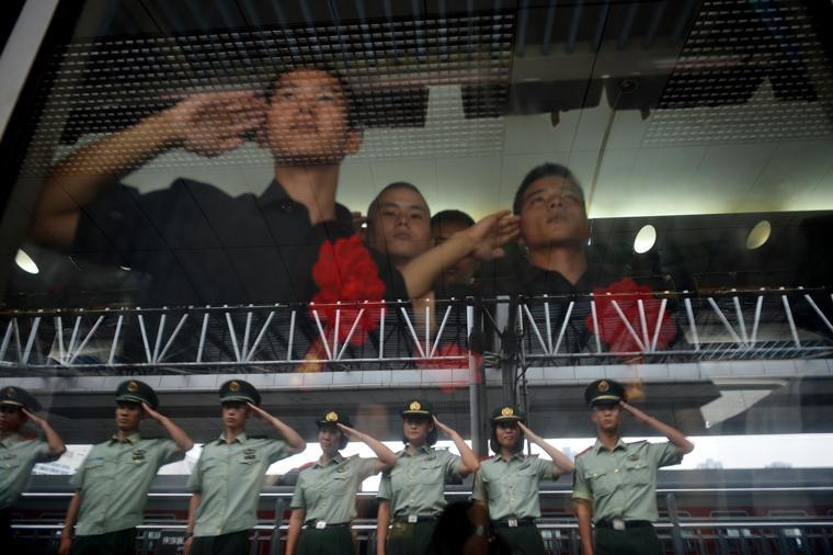 9月10日,武警重庆总队举行欢送退伍老兵仪式,千余名退伍老兵离图片