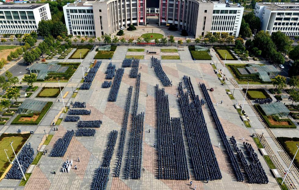 武汉理工大学9000名新生军训 场面壮观2015.9.15 - fpdlgswmx - fpdlgswmx的博客