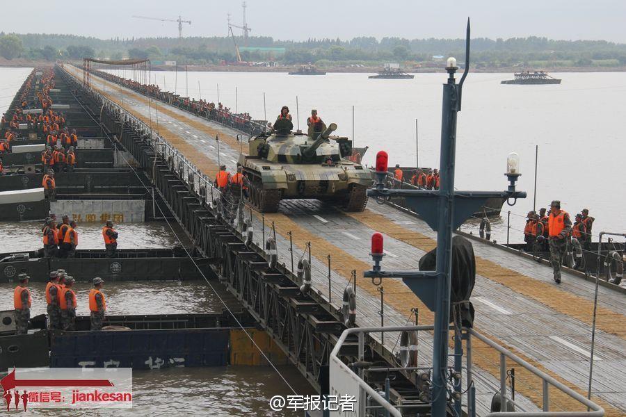 1200名军队增派医护人员抵达武汉 支援抗击新冠肺炎疫情