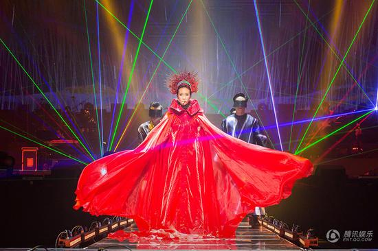 2015莫文蔚台北演唱会落幕 光影对话万物创新世纪