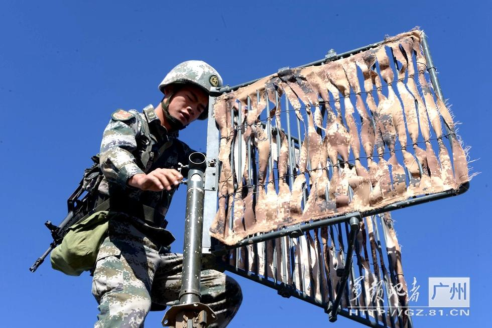 组图:直击广州军区某旅大漠砺神箭 - 海阔山遥 - .