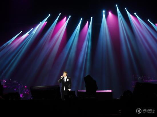 韩红广州演唱会生日告白歌迷 愿有生之年都能同行