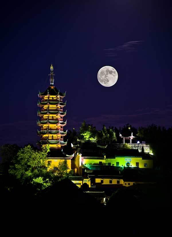 组图:中秋夜各地现九年来最大最圆月亮 - 海阔山遥 - .