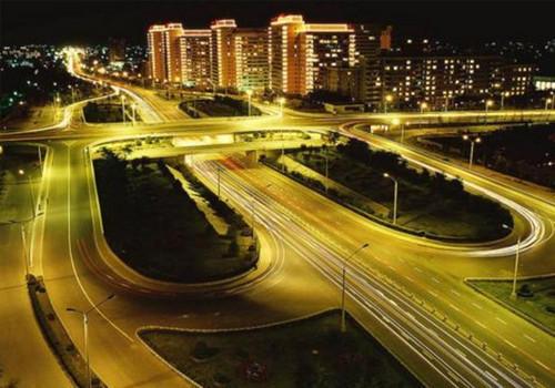 也是城区最早建成的苜蓿叶形互通式立交桥.桥长42.40米、宽51.