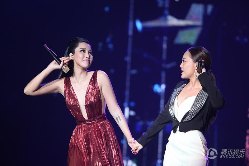 A-Lin北京演唱会开唱 中秋佳节陪父母畅游故宫尽孝