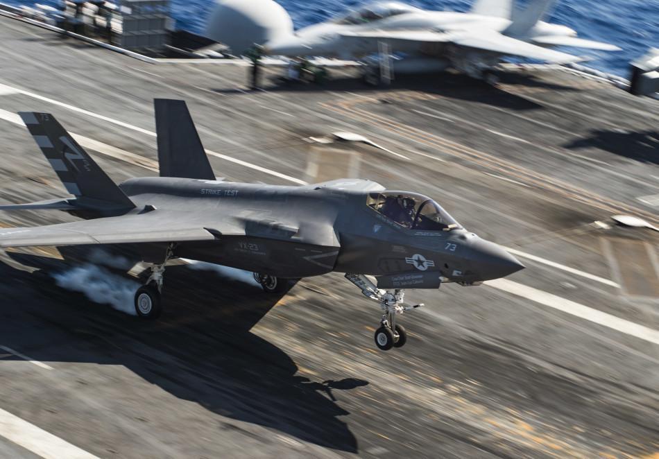 美公开大量F 35C上舰作战测试大照