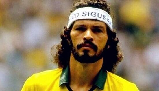 底】苏格拉底是巴西足坛的传奇巨星,他曾两次代表巴西国家队参加图片