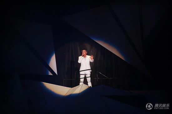 王杰南宁演唱会完美谢幕 万人庆生现场沸腾