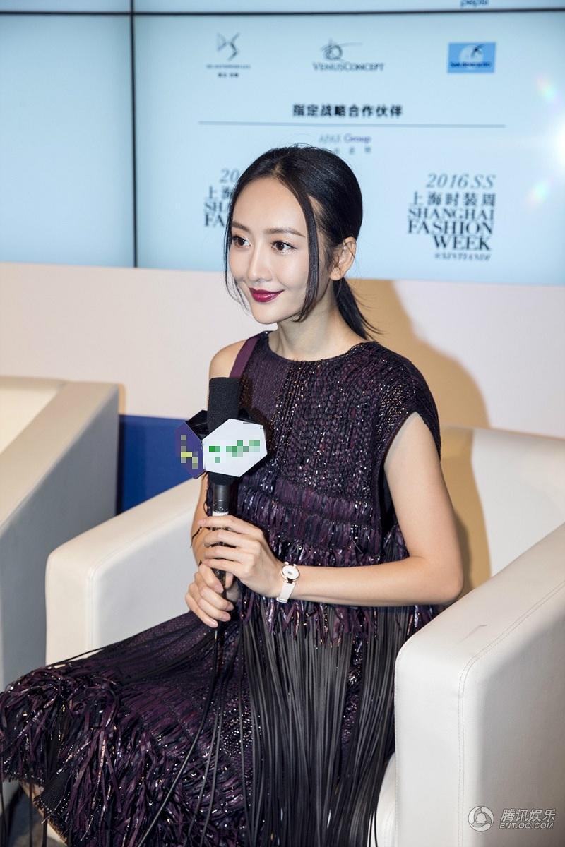王鸥上海时装周走秀场表现抢眼 自信从容受青睐