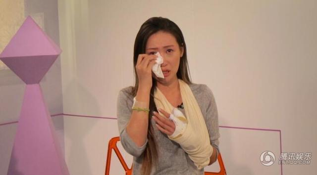 【最新最勁爆!】割脈模特伍淑怡接受專訪 憶裸照風波哭成淚人(圖)
