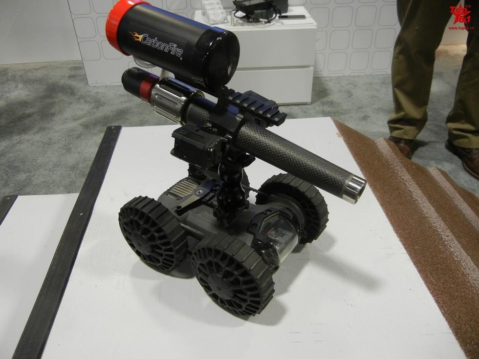 小型遥控机器人.-美国陆军年会 各种新武器齐亮相