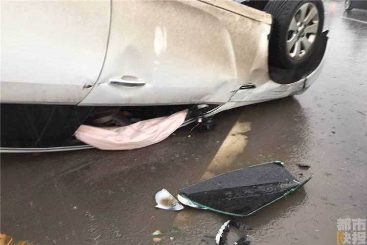 大碍,只是这辆别克轿车则受损严重,目前,高先生正在等着保险图片