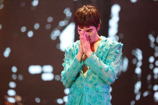萧敬腾重庆演唱会大声说爱 现场替歌迷求婚成功