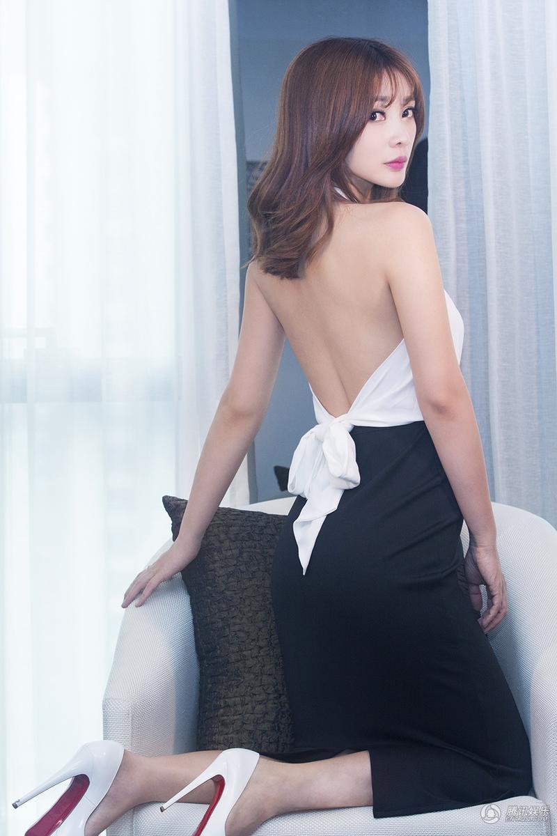 高清 柳岩白衣黑裙写真曝光 御姐气场性感神秘