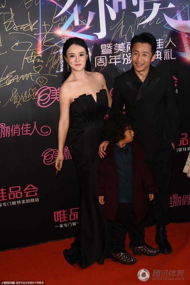 27日,北京,邹市明冉莹颖携儿子出席时尚活动,叶一茜独自现身无图片