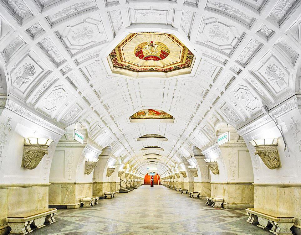 富丽堂皇如宫殿的莫斯科地铁站图片