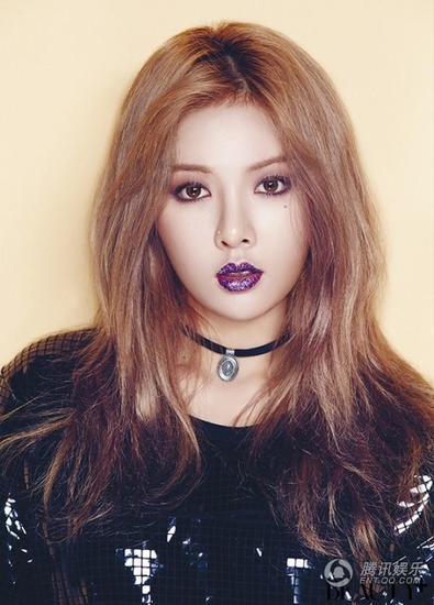 道 韩国女歌手泫雅最近为某时尚杂志拍摄写真,大秀火辣身材而吸引