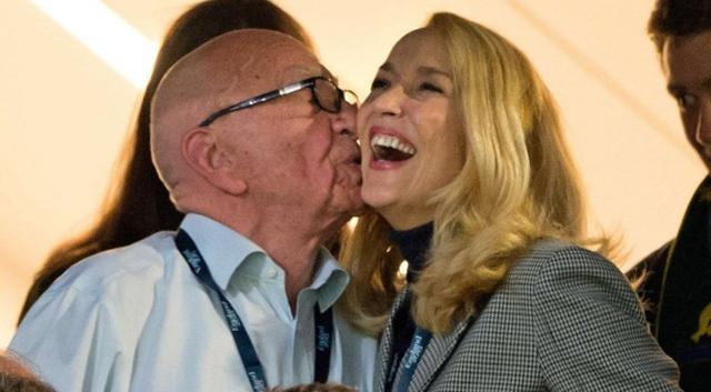 84岁默多克疑交59岁超模新欢 当众拥吻 - 望星辰 - 望星辰
