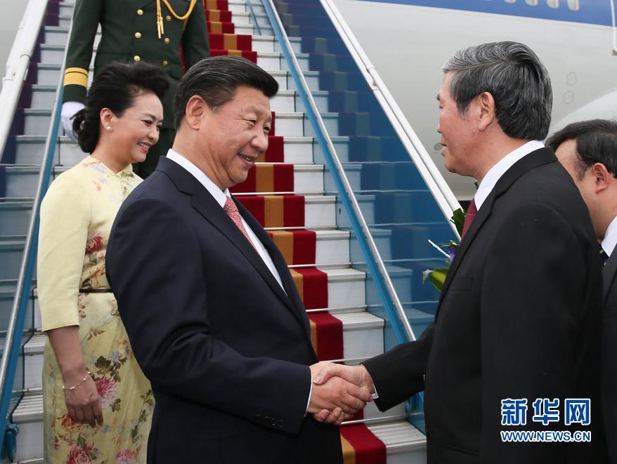 这是越南高级官员到机场迎接习近平和夫人彭丽媛。新华社记者 李学仁 摄