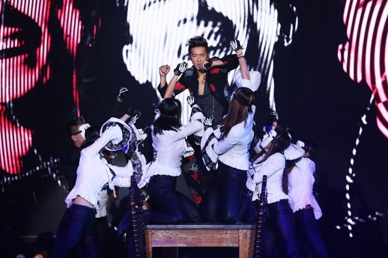 韩庚十年任性演唱会 上演真实版4D观赏体验