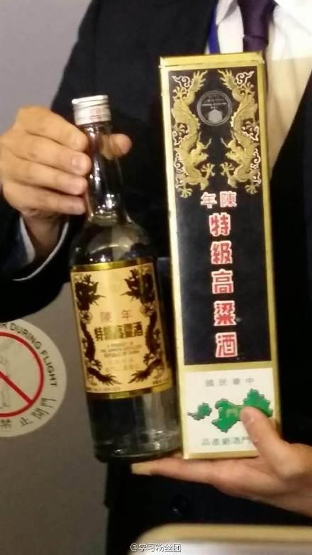 马英九特别带的1990年份金门高粱酒。
