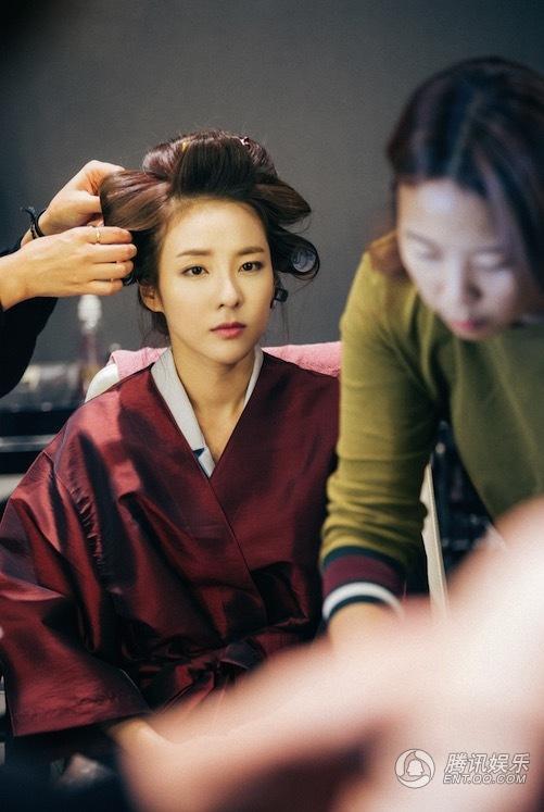 2NE1成员DARA变身韩国小姐 新剧花絮照曝光