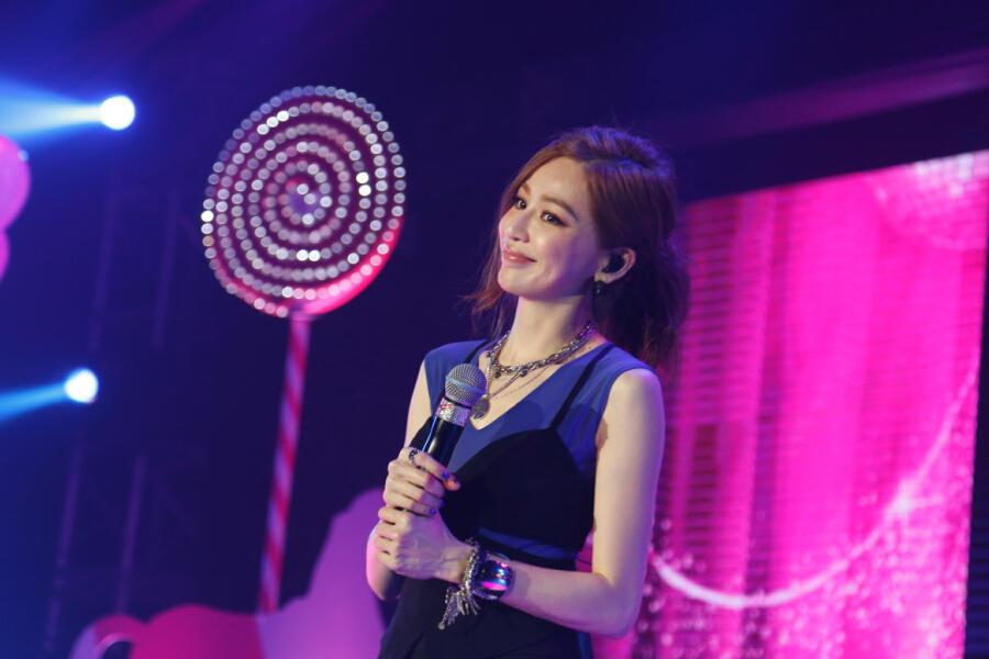 王心凌YY玩唱会甜蜜爆表 为世界巡回演唱会造势