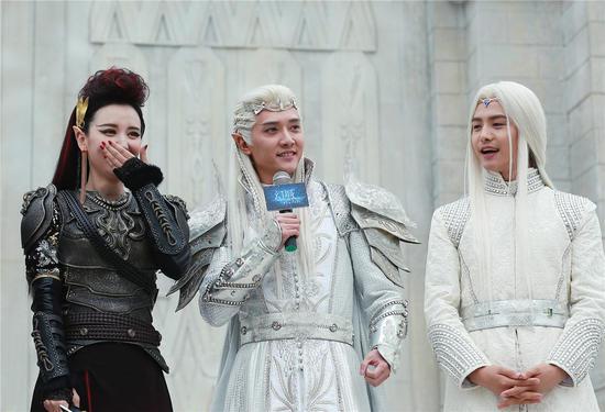 ,主演冯绍峰、马天宇、张萌等都来到现场,并首次以蓝眼睛、尖耳