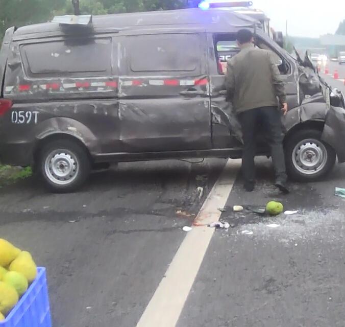 许,G50沪渝高速公路进城方向(万州往重庆方向)发生一起长安车