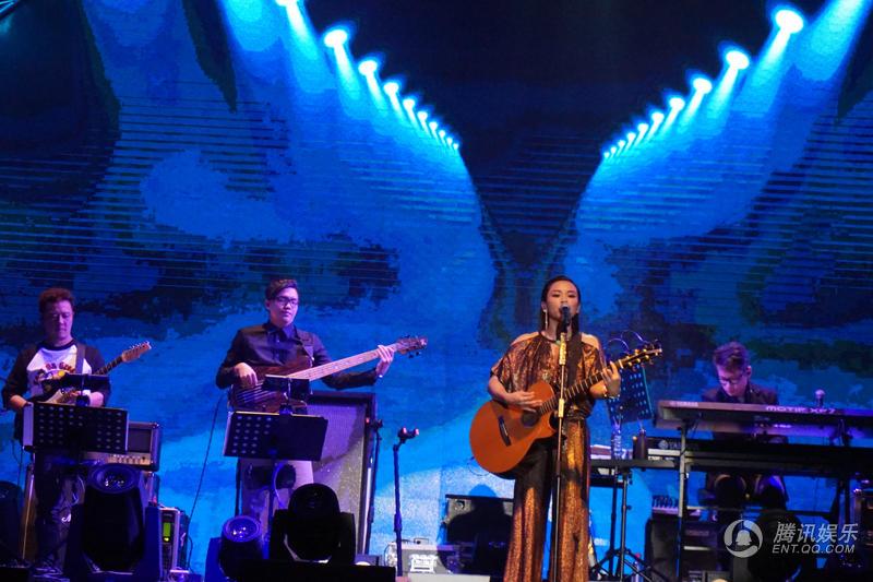 蔡健雅北京五棵松演唱会开唱 掀起迷幻电子风
