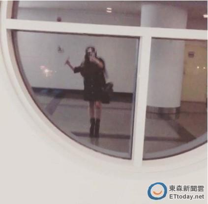 """张惠妹变超瘦 机场自拍大秀""""铅笔腿"""""""