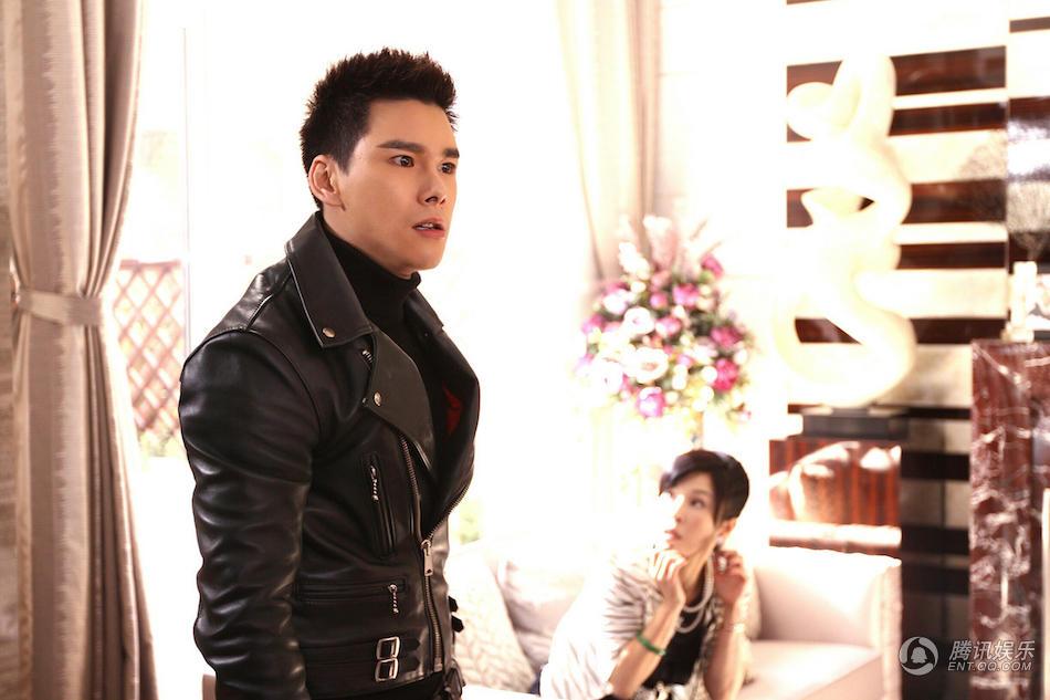 弟张晓飞的年轻演员丁汇宇也因其阳光帅气的外型及精湛的演技受到