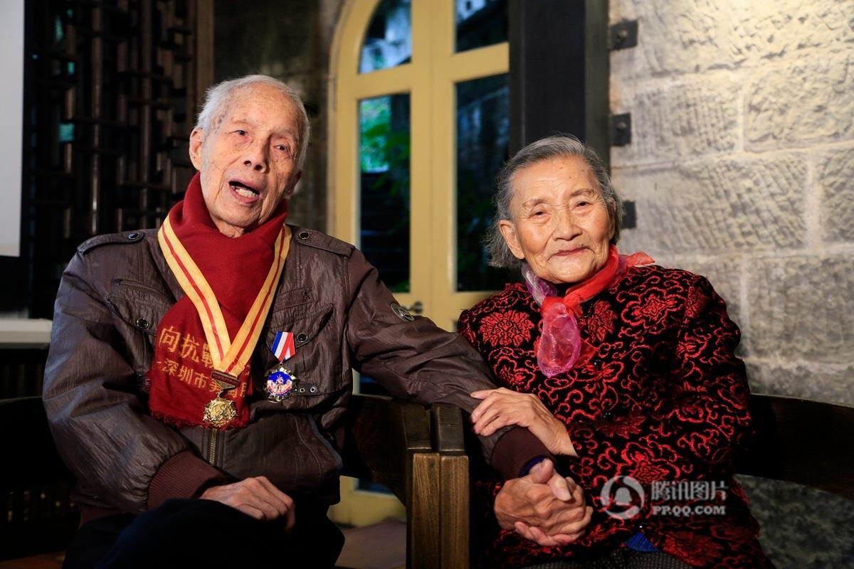 【图片报道】跨越70年 重庆老兵夫妇同一地点拍婚纱照 - 耄耋顽童 - 耄耋顽童博客 欢迎光临指导