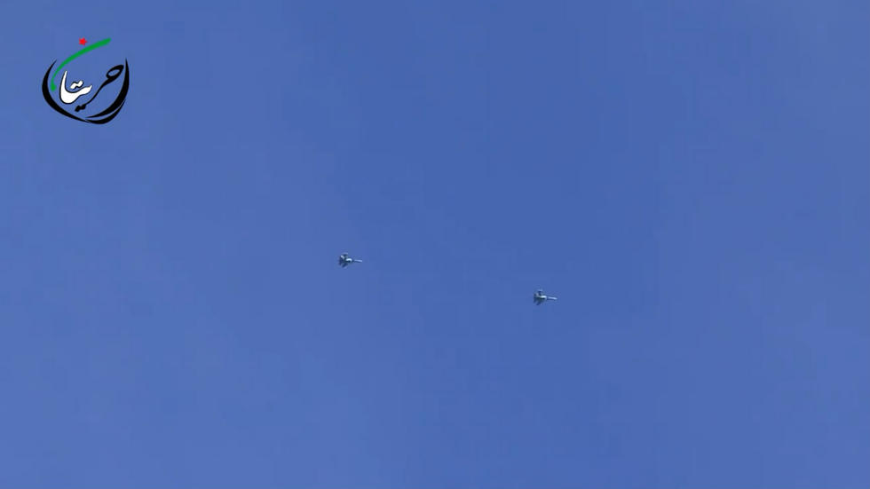 俄军空袭土叙边境 炸毁土耳其车队(高清) - 南局南段 - 南局南段