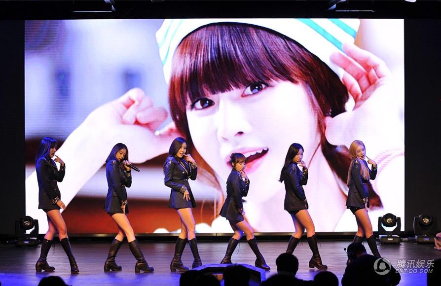 韩团T-ara现身北京 中文单曲首唱回馈歌迷