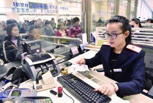 沪代售点28日起开售春运火车票 增开列车下月售票