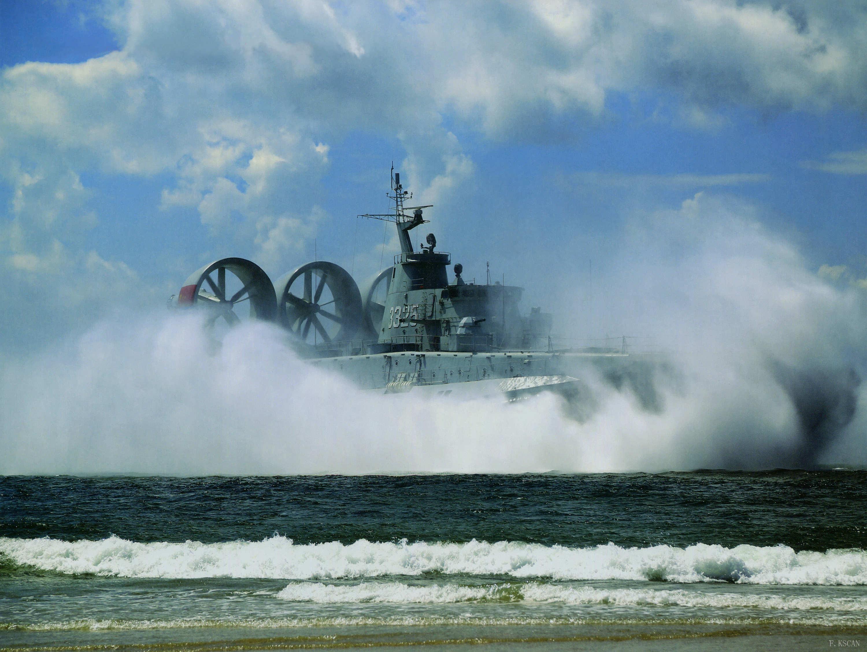 ub8登陆:驻港部队庆祝建军92周年