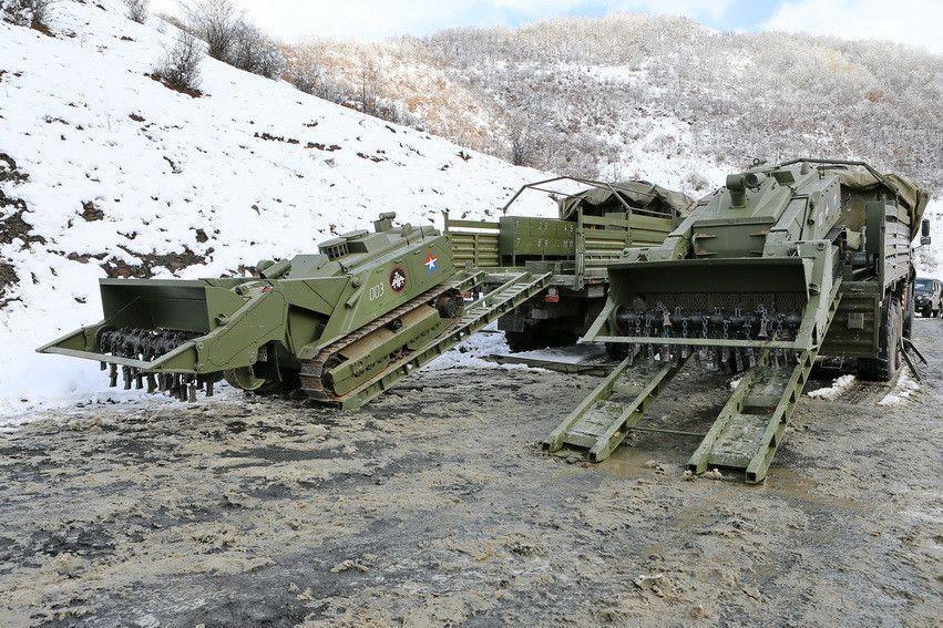 、铁路、海上、空中等各种运输方式进行运输.-机器人工兵在俄车臣图片