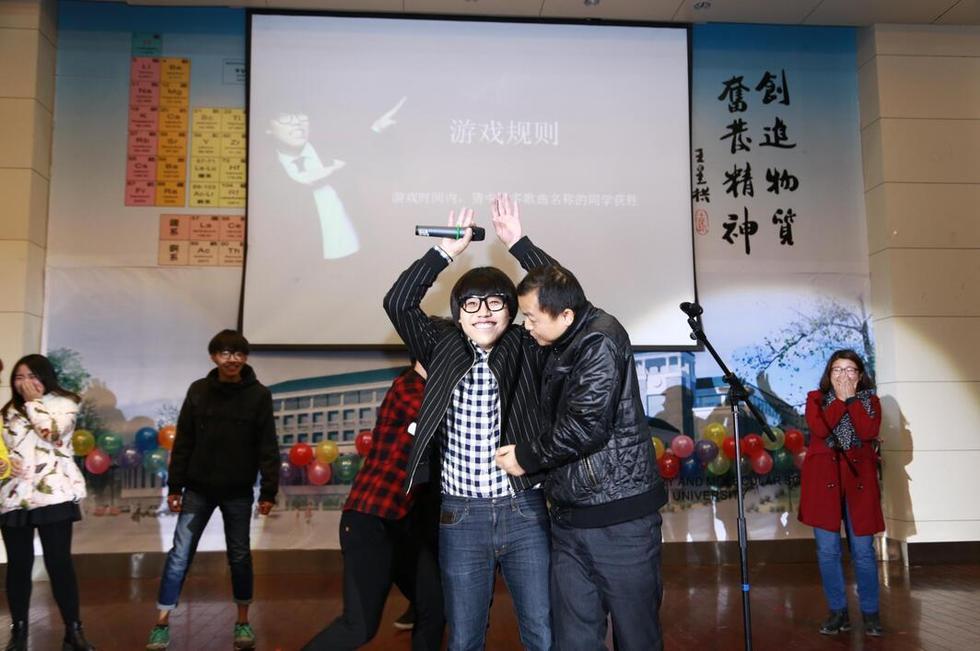 """""""贴身热舞"""" 校园行完美收官11月29日,李琦校园行迎来了武汉大学"""