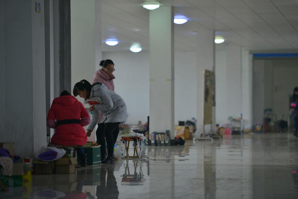 """济南""""考研族""""走廊中披毛毯备考2015.12.02 - fpdlgswmx - fpdlgswmx的博客"""