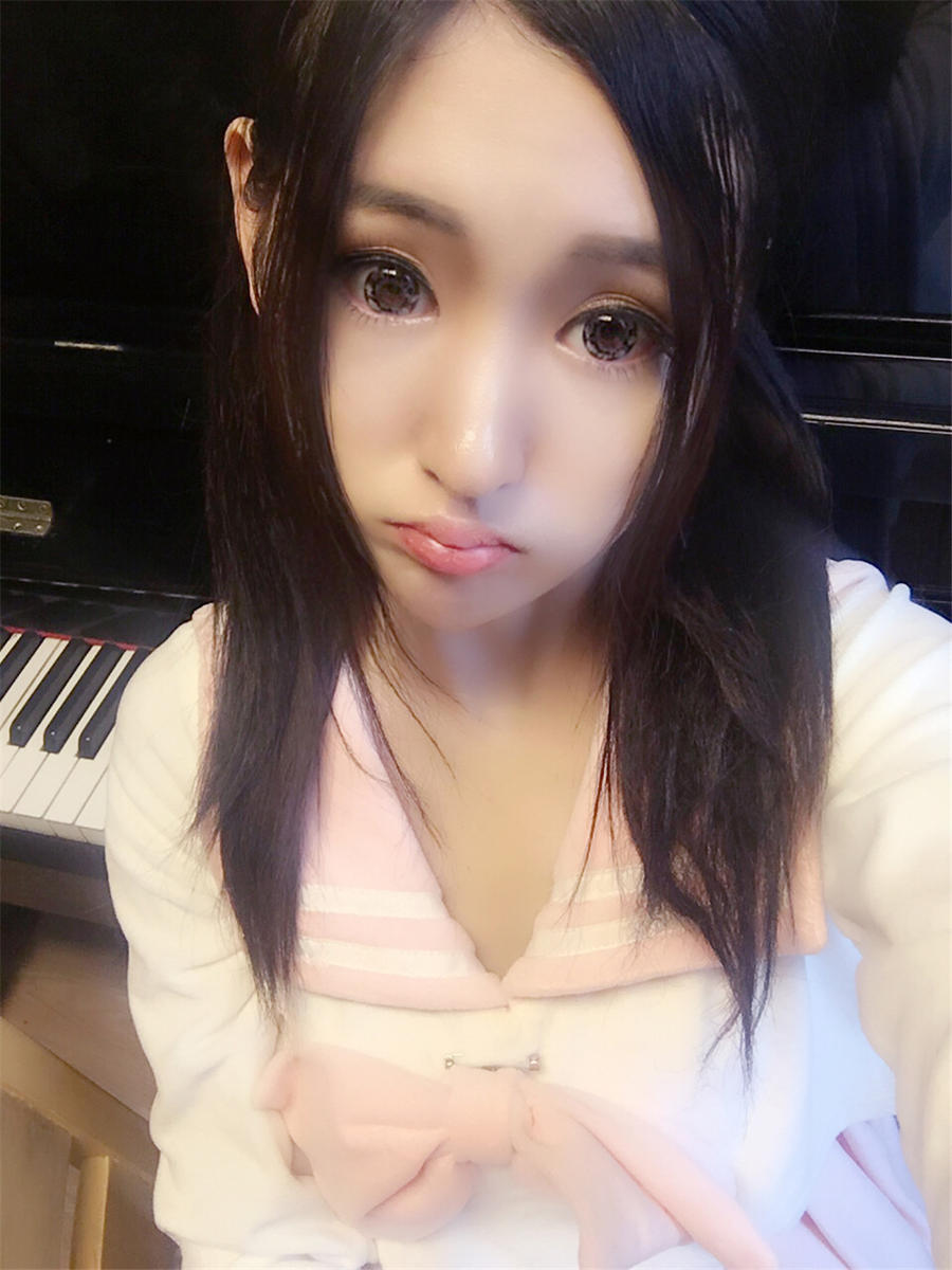 同时也是showgirl的沈梦瑶妹子最近又在微博晒出了一组新照,此前她曾