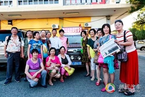的第一辆中国品牌汽车.该车的司机陈勇,是四川宜宾人,自去年6高清图片